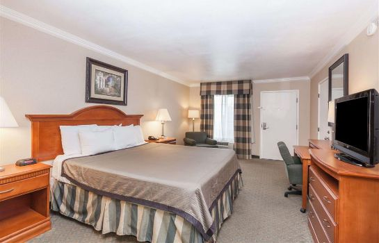 Zimmer Travelodge by Wyndham Sylmar CA
