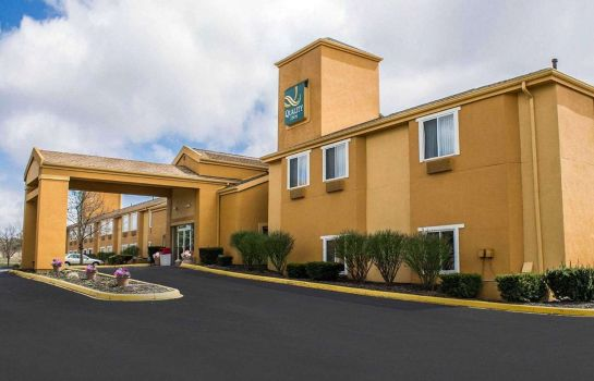Exterior view Quality Inn Brunswick Cleveland South