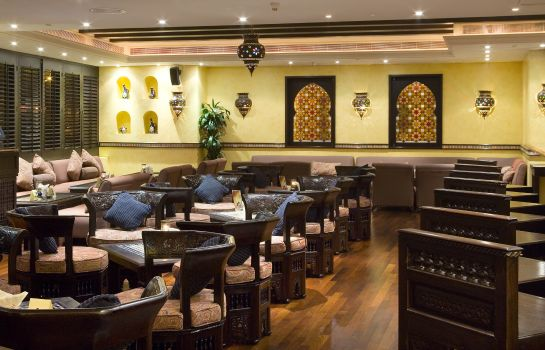 Bar hotelowy Mercure Grand Hotel Seef - All Suites