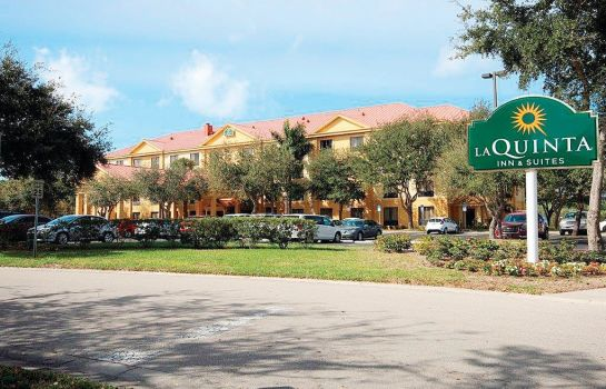 Exterior view La Quinta Inn & Suites Bonita Springs Naples North