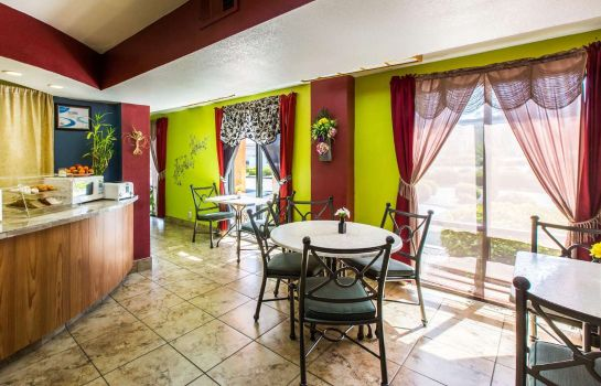 Restaurant Econo Lodge Inn and Suites Macon