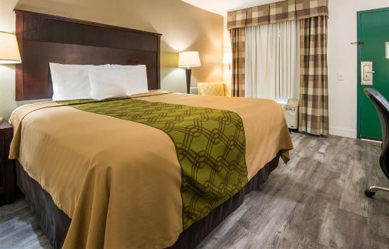 Zimmer Econo Lodge Inn and Suites Macon