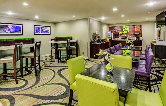 Hotelhalle La Quinta Inn and Suites Cleveland - Airport North