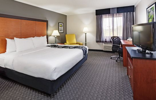 Zimmer La Quinta Inn and Suites Cleveland - Airport North