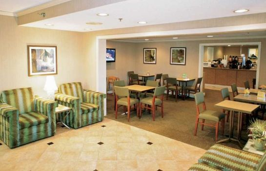 Lobby Quality Inn & Suites Raleigh Durham Airport