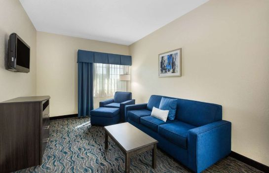 Suite Baymont by Wyndham Des Moines Airport
