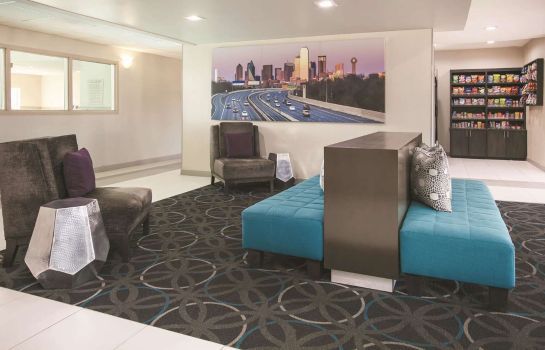 Hol hotelowy La Quinta Inn & Suites by Wyndham Dallas Mesquite