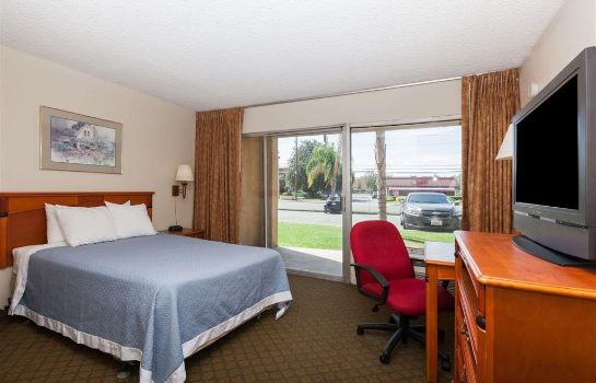 Zimmer Days Inn by Wyndham Bakersfield
