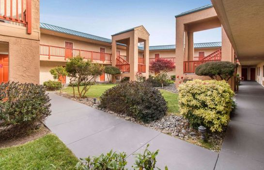 Vista esterna Quality Inn & Suites Redwood Coast