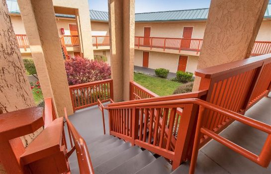 Vista exterior Quality Inn and Suites Crescent City Red