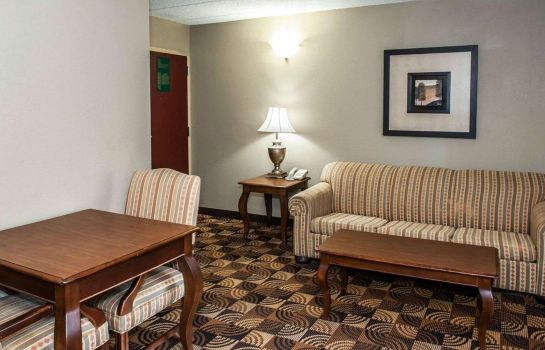Suite Comfort Inn & Suites North at the Pyramids
