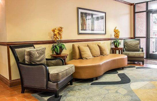 Lobby Comfort Inn & Suites University South