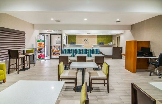 Restaurant Quality Inn and Suites Near White Sands