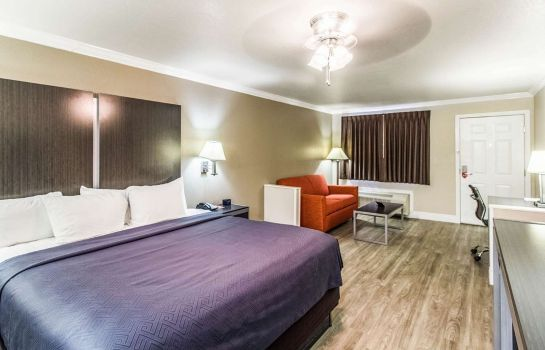 Room Econo Lodge & Suites
