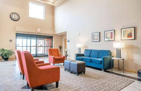 Hall Comfort Suites Airport