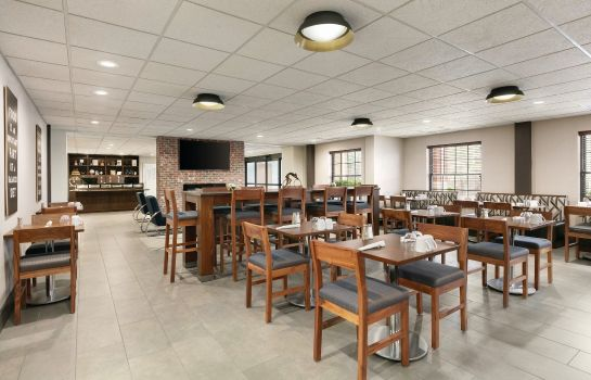 Restaurante Four Points by Sheraton Raleigh Arena