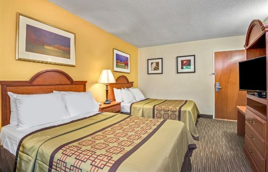 Room DAYS INN RALEIGH  DOWNTOWN