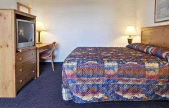 Suite DAYS INN AND SUITES MACKINAW C