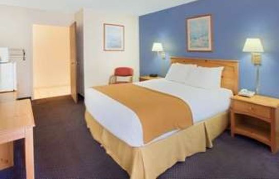 Zimmer DAYS INN AND SUITES MACKINAW C