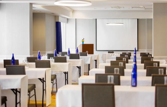 Conference room DoubleTree by Hilton Savannah Historic District
