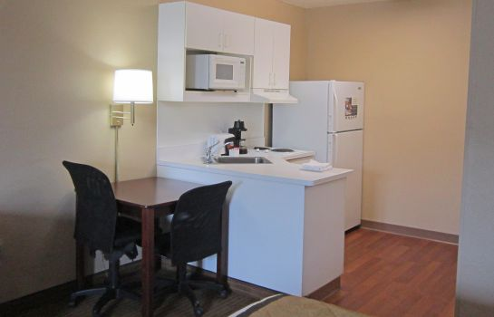 Zimmer Extended Stay America Airport