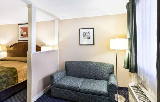 Suite Econo Lodge Inn and Suites Fiesta Park