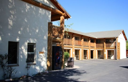 Buitenaanzicht Moose Creek Lodge & Suites