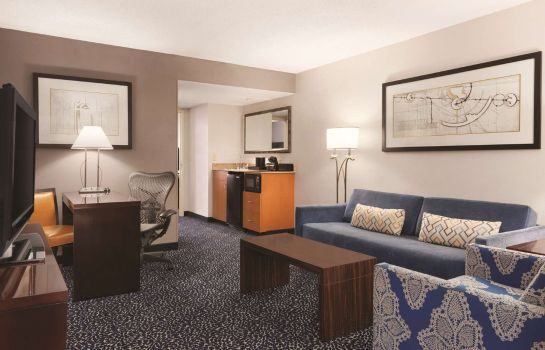 Zimmer Embassy Suites by Hilton Louisville East