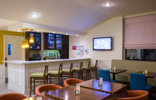 Bar del hotel Hilton Garden Inn Queens-JFK Airport