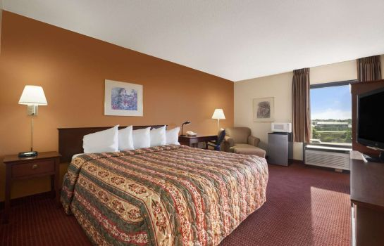 Room DAYS INN SUITES CEDAR RAPIDS