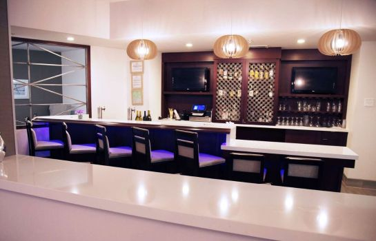 Hotel bar DoubleTree by Hilton Atlanta North Druid Hills - Emory Area