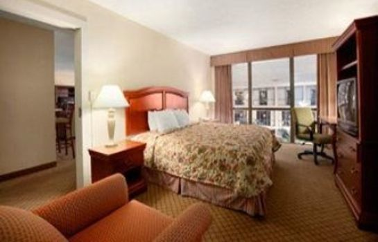 Suite Days Inn by Wyndham Columbus Airport