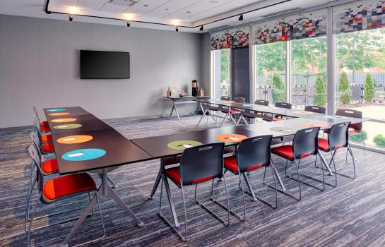 Conference room Aloft Columbus Westerville