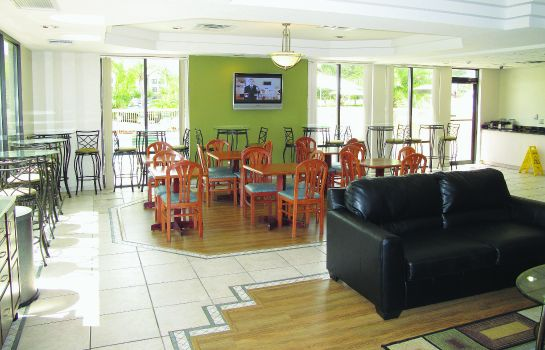 Hotelhalle La Quinta Inn and Suites Orlando Universal area