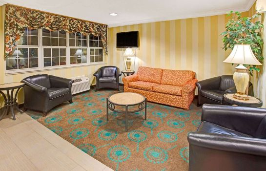 Lobby Microtel Inn by Wyndham Atlanta Airport