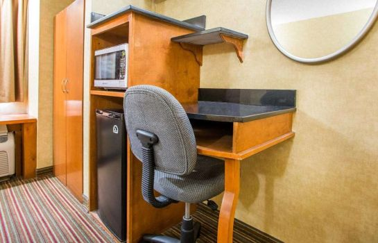 Room Quality Inn & Suites North/Polaris