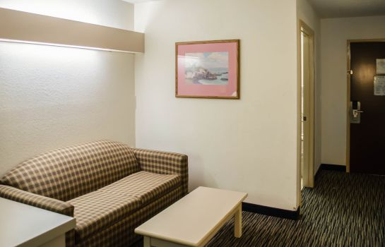 Zimmer Econo Lodge Inn & Suites Pensacola - Fairgrounds