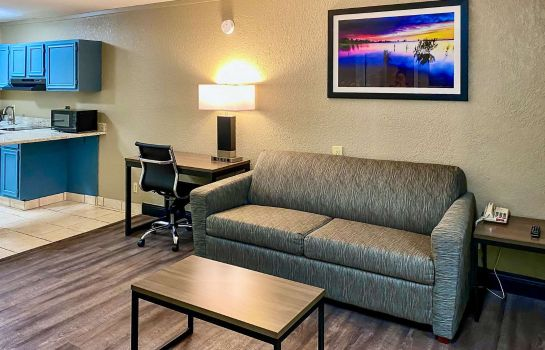 Suite Quality Inn and Suites Airport