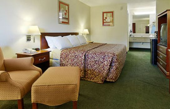 Zimmer Ramada Cleveland Airport South