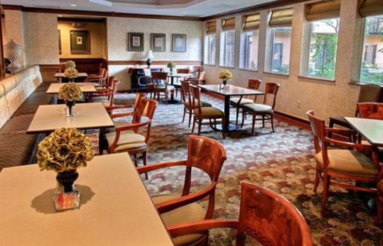 Restaurant SureStay Plus Hotel by Best Western Kansas City Airport