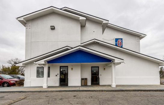 Exterior view MOTEL 6 FINDLAY