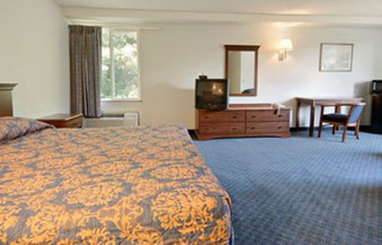 Room Super 8 by Wyndham Danbury