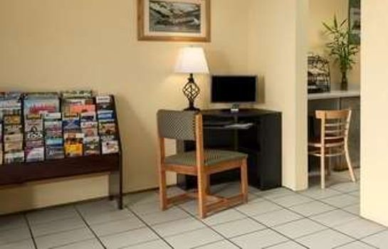 Lobby Super 8 by Wyndham Cedar Rapids