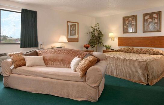 Suite Super 8 by Wyndham Cedar Rapids