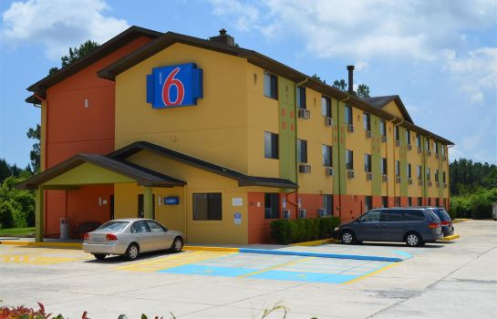 Exterior view Motel 6 Kingsland - Kings Bay Naval Base