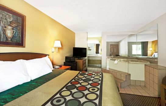 Suite Super 8 by Wyndham Charlotte Downtown Area