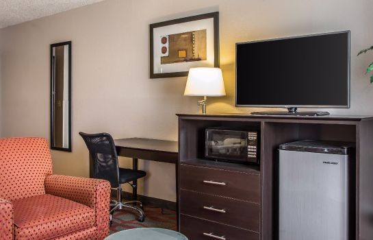 Suite Quality Inn & Suites West Bend