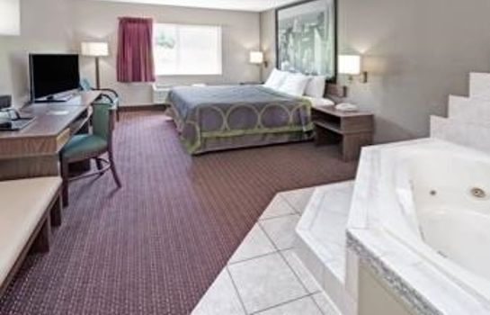 Suite Super 8 by Wyndham Chicago O'Hare Airport