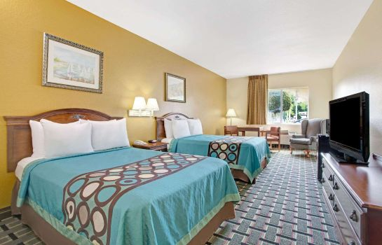 Zimmer Super 8 by Wyndham Daytona Beach