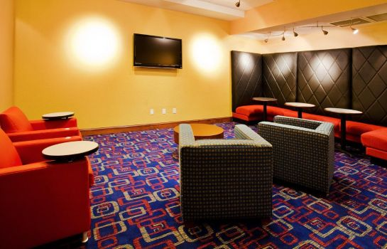 Bar del hotel Holiday Inn Express & Suites NEAREST UNIVERSAL ORLANDO